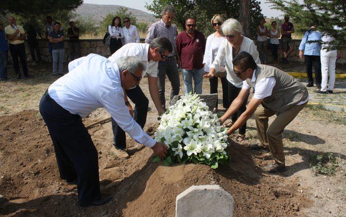Uçhisar'a ilk kez bir yabancı cenaze defnedildi.